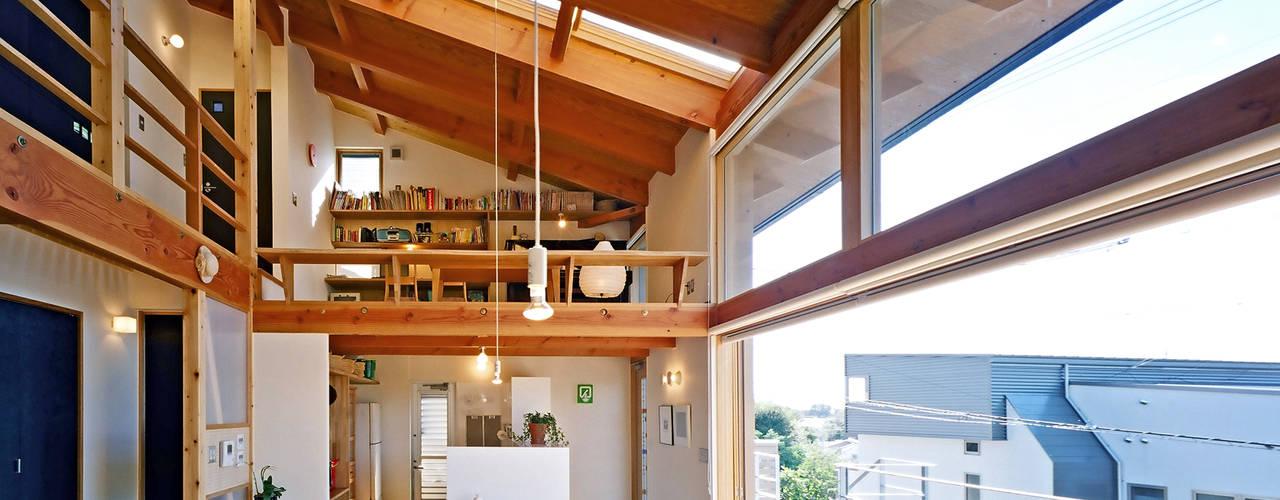 Modern dining room by 久保田英之建築研究所 Modern