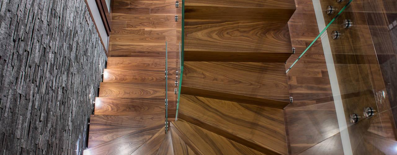 de estilo  por BRODA schody-dywanowe