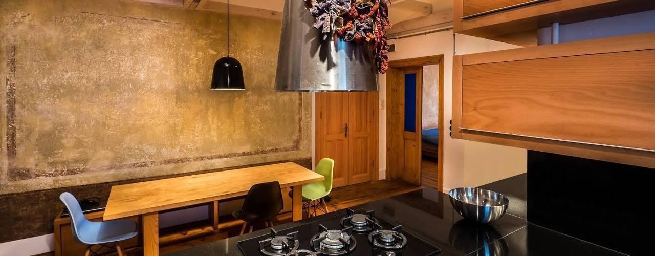 Modern kitchen by Atelye 70 Planners & Architects Modern