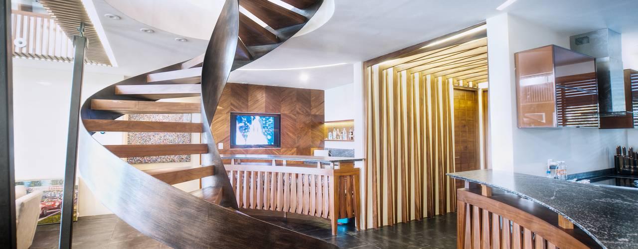 Modern Corridor, Hallway and Staircase by sanzpont [arquitectura] Modern