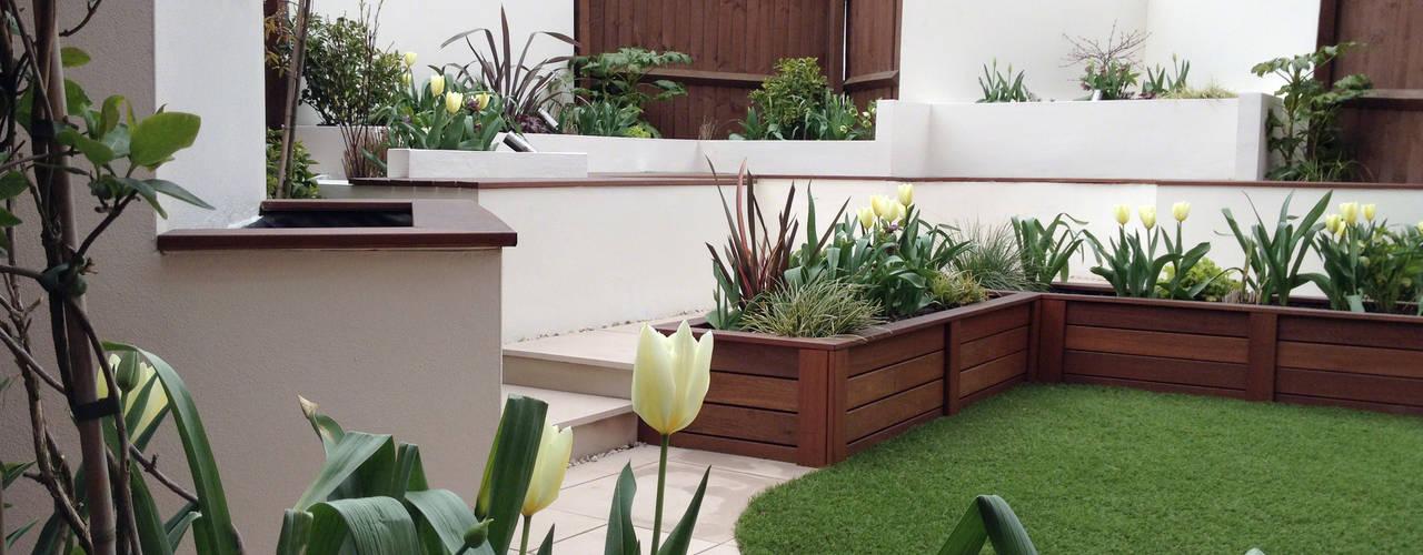 A low-maintenance entertaining space: modern Garden by Lush Garden Design