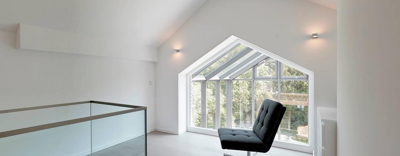 Corredores e halls de entrada  por 28 Grad Architektur GmbH