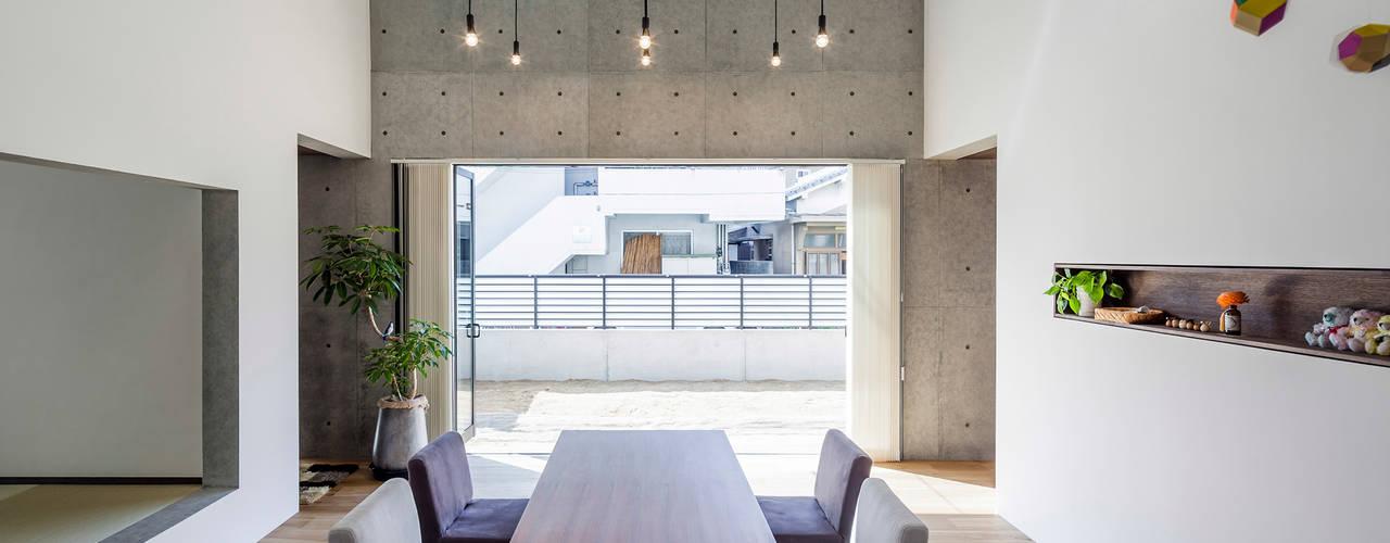 Modern Dining Room by ZOYA Design Office Modern