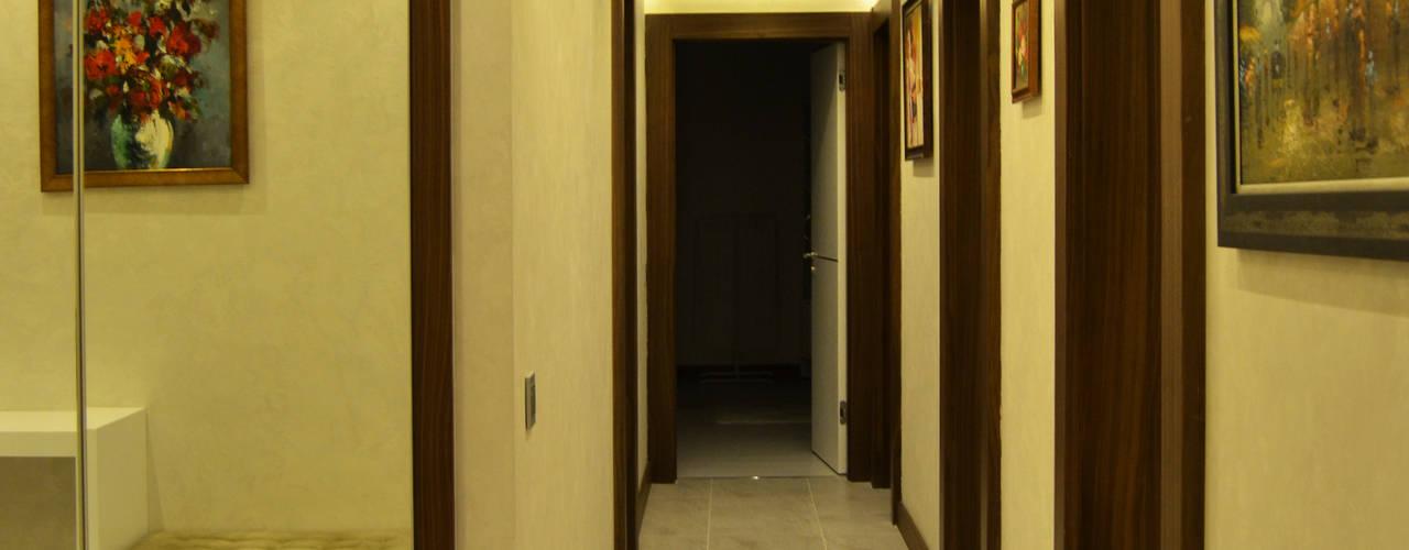 Klasyczny korytarz, przedpokój i schody od NM Mimarlık Danışmanlık İnşaat Turizm San. ve Dış Tic. Ltd. Şti. Klasyczny