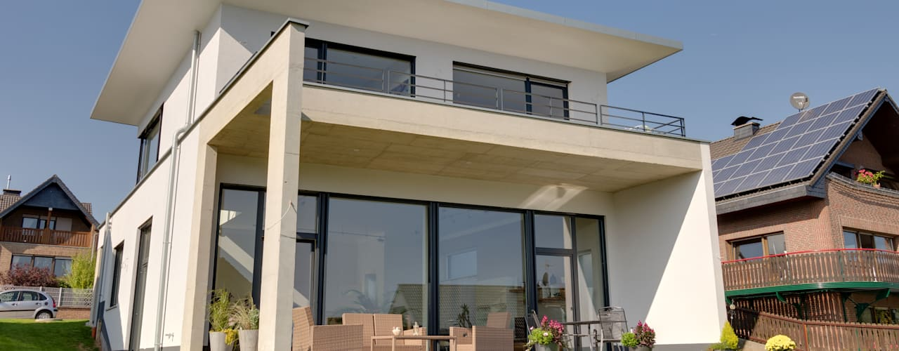 Maisons de style de style Moderne par STRICK  Architekten + Ingenieure