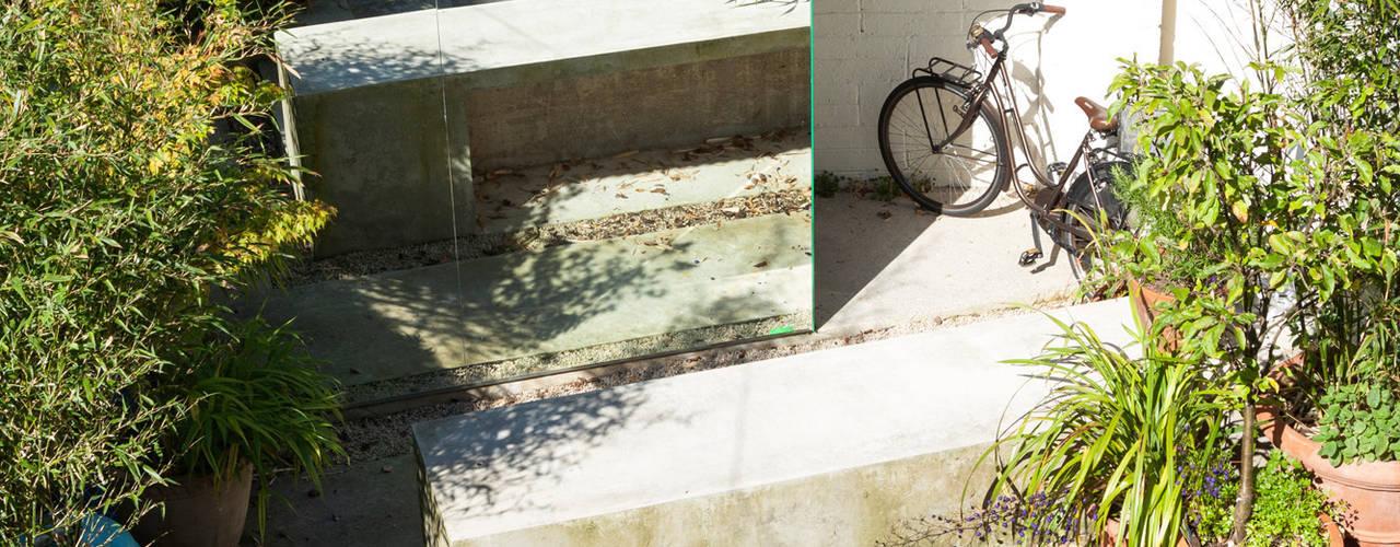 Waterloo Lane:  Garage/shed by Taka Architects
