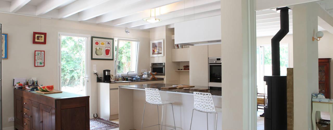 Cuisine: Maisons de style de style Moderne par Patrice Bideau a.typique
