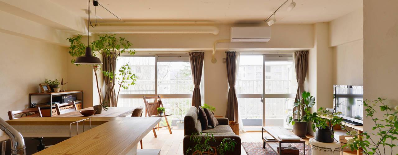 Гостиная в стиле модерн от 株式会社スタイル工房 Модерн