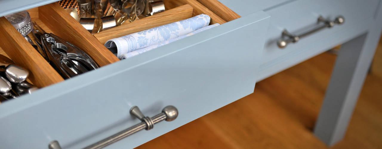 'Vivid Classic' Kitchen Classic style kitchen by Vivid line furniture ltd Classic
