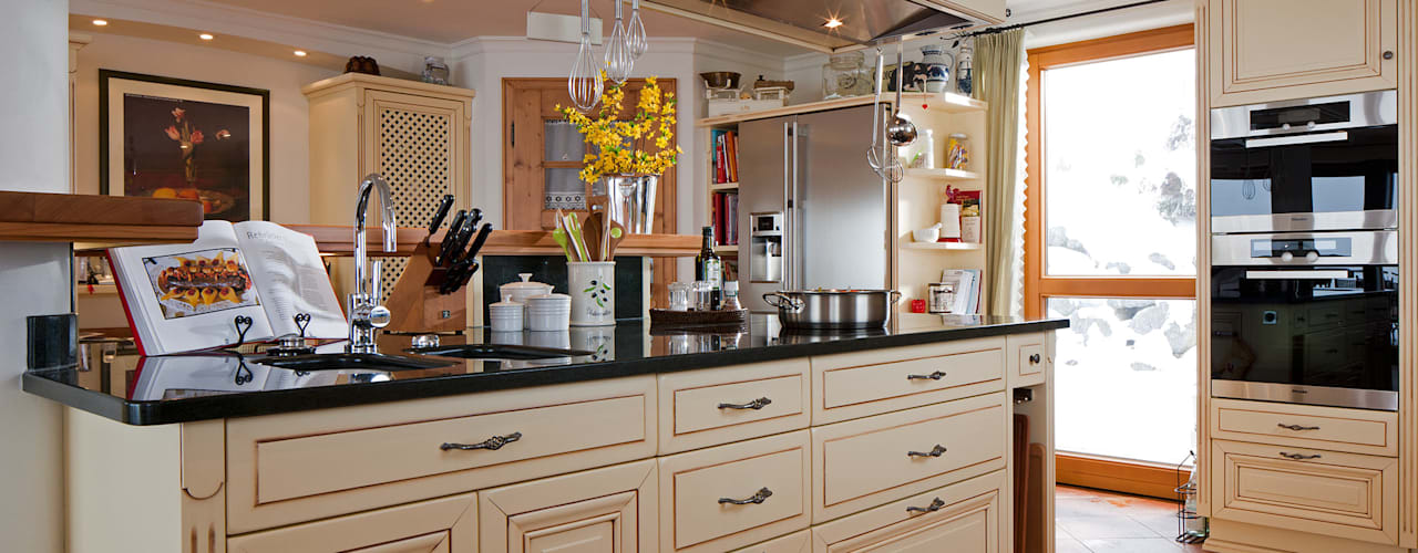 Country style kitchen by Beinder Schreinerei & Wohndesign GmbH Country