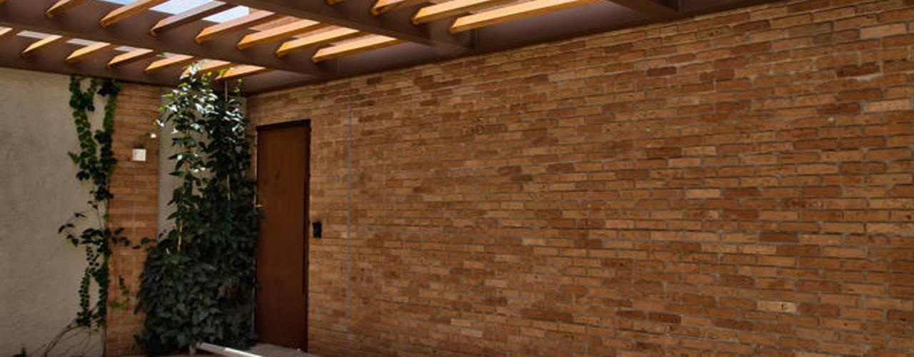 Oficinas y Comercios de estilo  por DUET ARQUITETURA