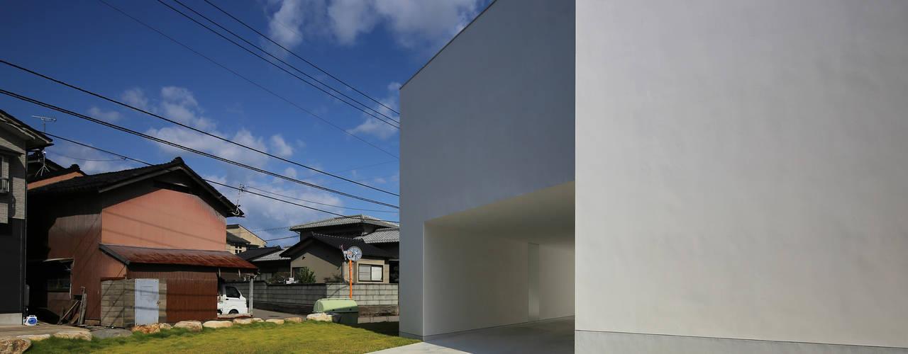 Modern houses by 山本卓郎建築設計事務所 Modern