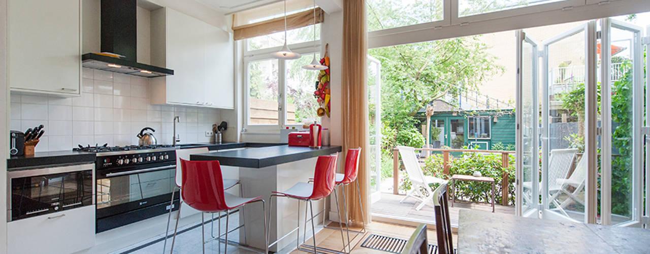 Extra verdieping wordt expatloft:  Keuken door Het Ontwerphuis