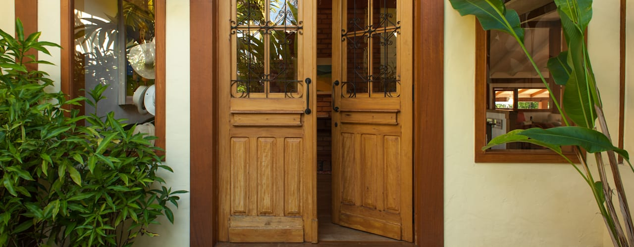 Rustic style windows & doors by PM Arquitetura Rustic