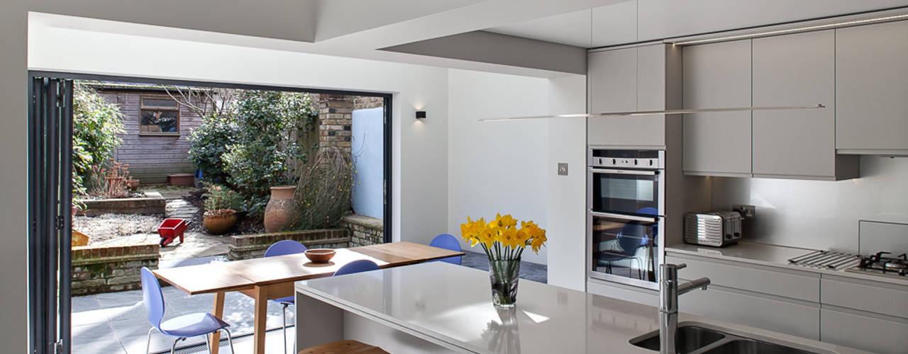 Highbury Town House Dapur Modern Oleh APE Architecture & Design Ltd. Modern