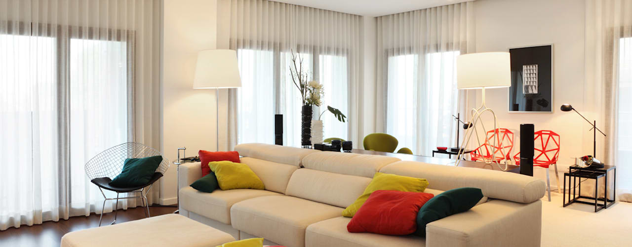 Contemporaneity seeing the river… Modern living room by Tiago Patricio Rodrigues, Arquitectura e Interiores Modern