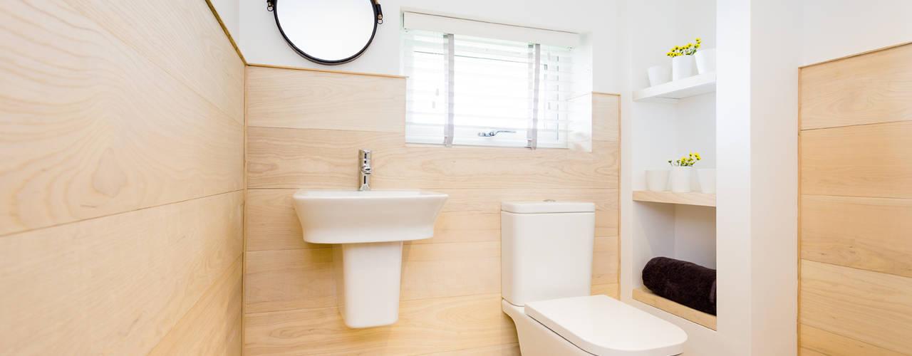Sundown, Widemouth Bay, Cornwall Salle de bain moderne par The Bazeley Partnership Moderne