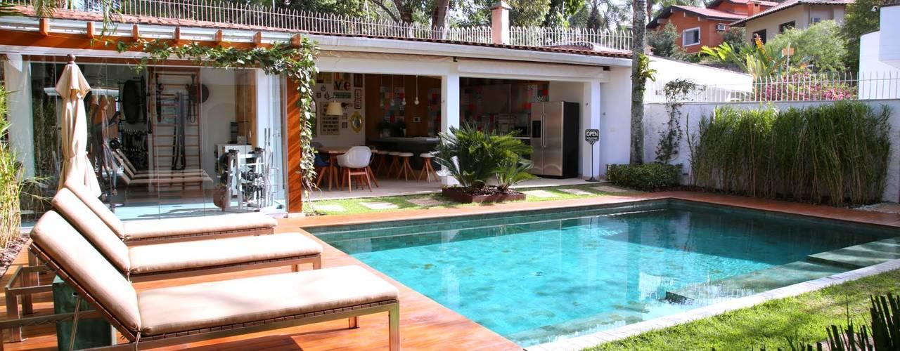 Hồ bơi phong cách hiện đại bởi MeyerCortez arquitetura & design Hiện đại