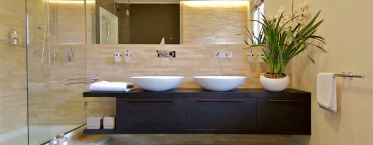 Bathroom by Lorenzo De Grada
