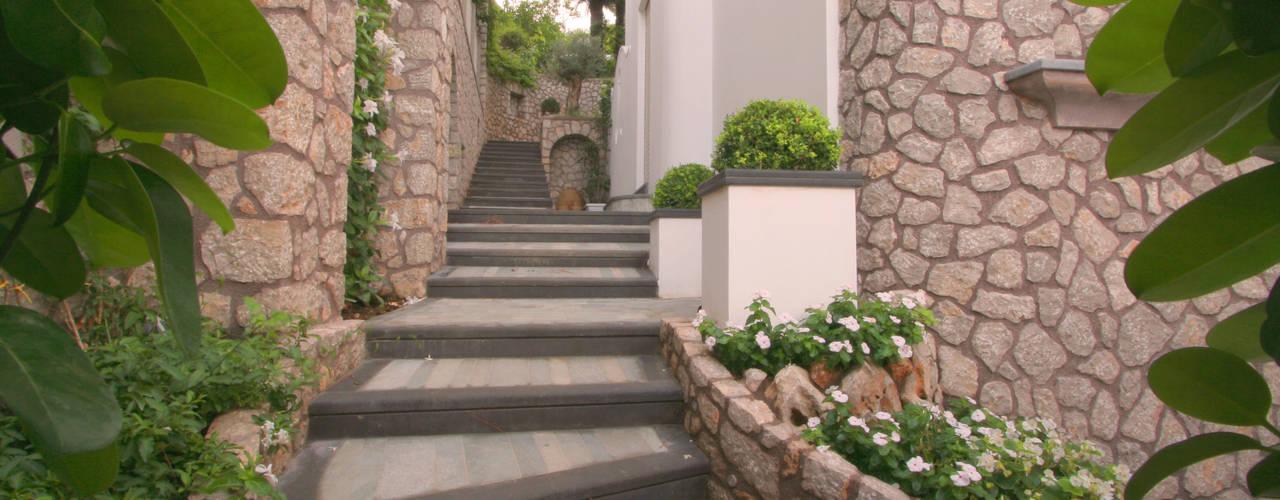 Corridor & hallway by Imperatore Architetti