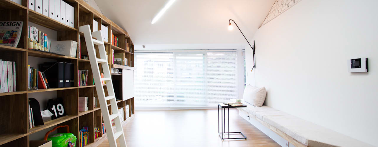 Ruang Keluarga Modern Oleh 지오아키텍처 Modern