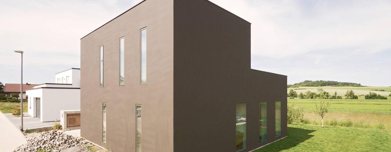 ミニマルな 家 の f m b architekten - Norman Binder & Andreas-Thomas Mayer ミニマル