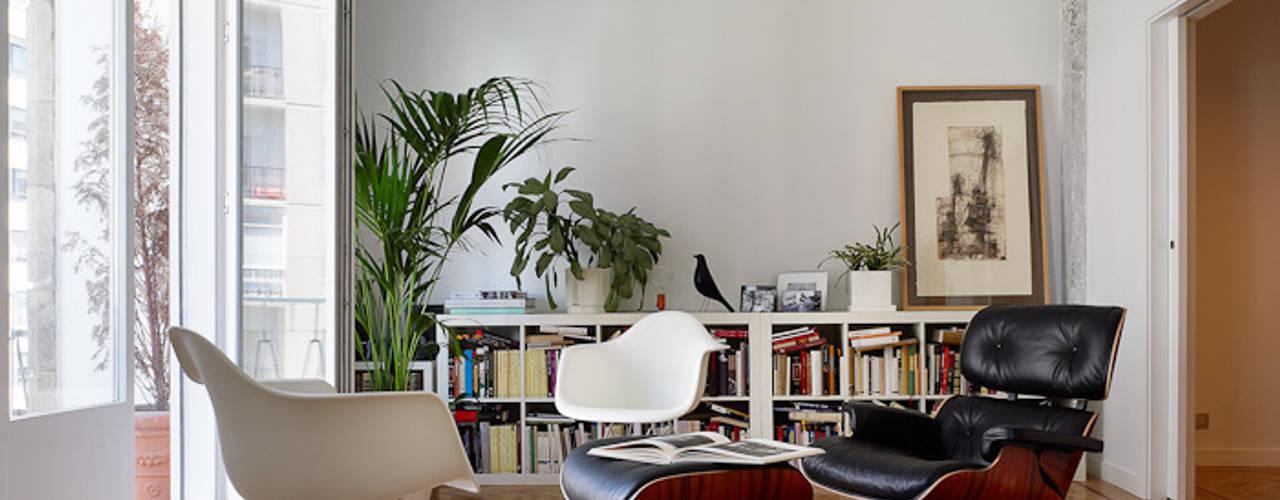 Modern Living Room by Castroferro Arquitectos Modern