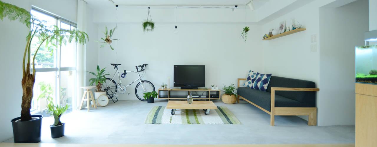 Phòng khách phong cách tối giản bởi 吉田裕一建築設計事務所 Tối giản