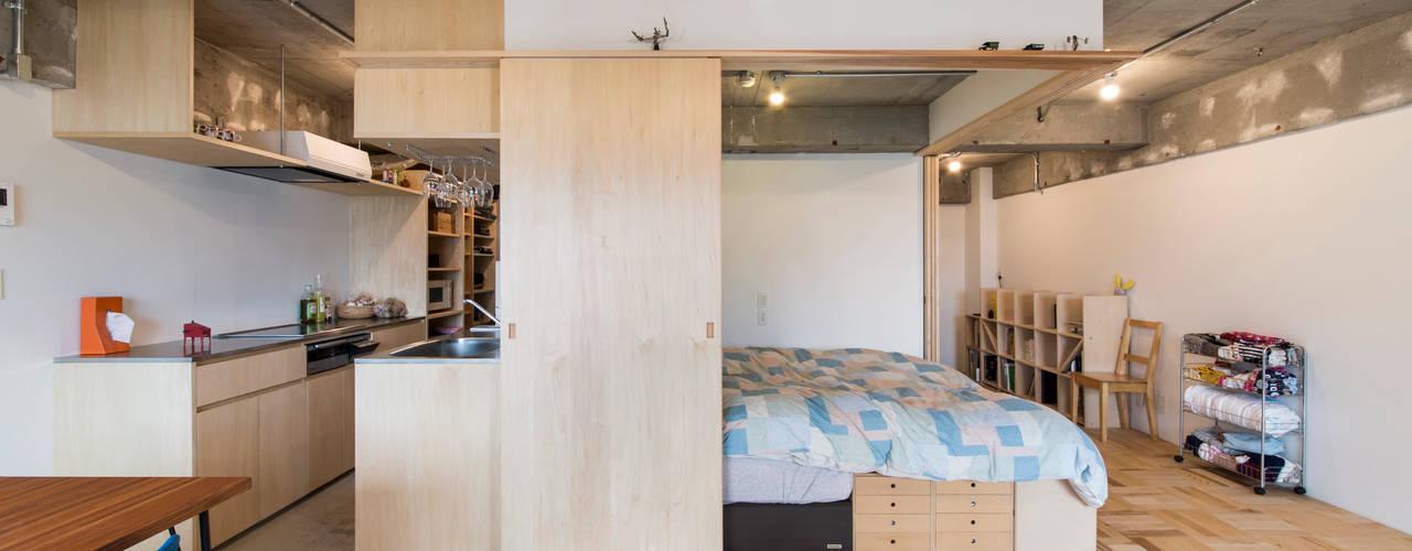 築地・ROOM・H(TSUKIJI・ROOM・H): 吉田裕一建築設計事務所が手掛けた寝室です。,モダン