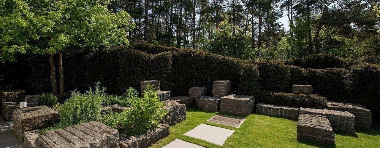 Taman by Naturform Japangärten & Koiteichbau