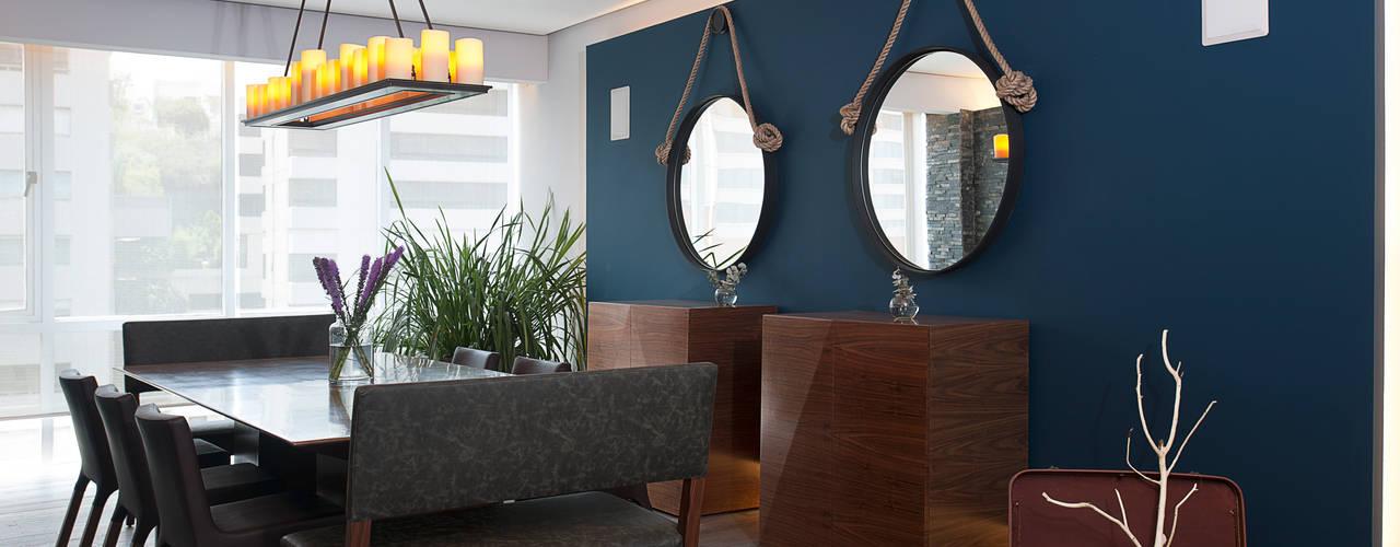 Modern dining room by kababie arquitectos Modern