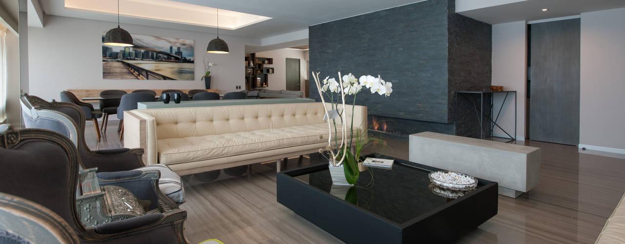 Salas / recibidores de estilo  por kababie arquitectos,