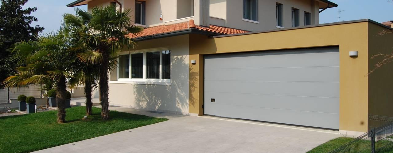 studio 2a+g Moderne Garagen & Schuppen