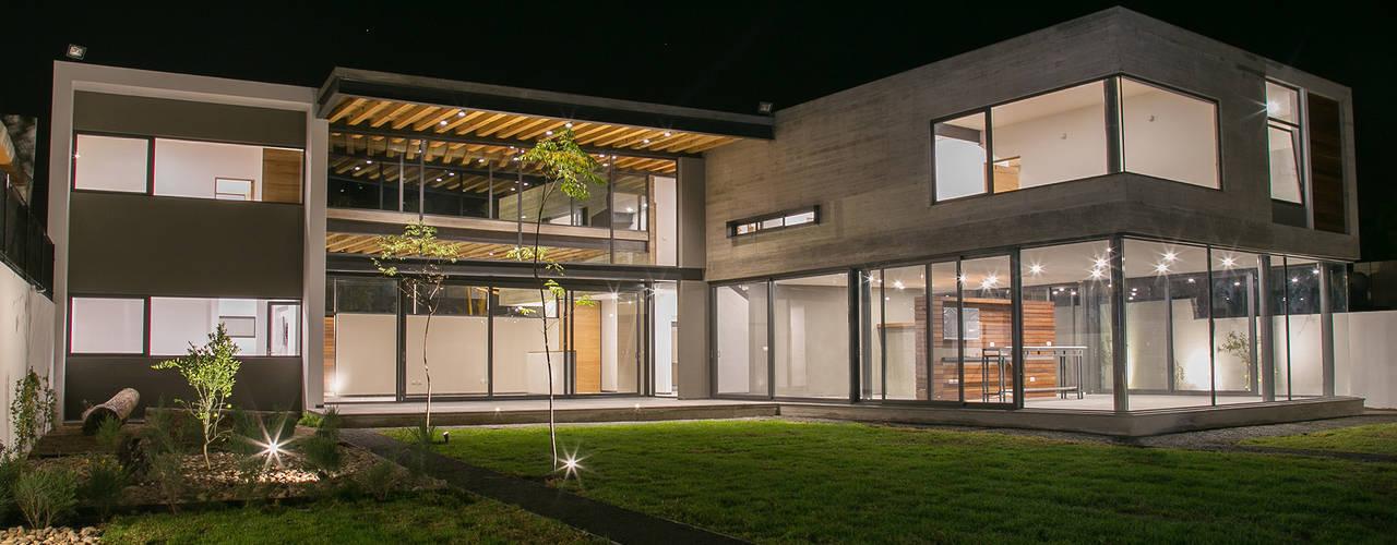 Casa FAR: Jardines de estilo  por VG+VM Arquitectos