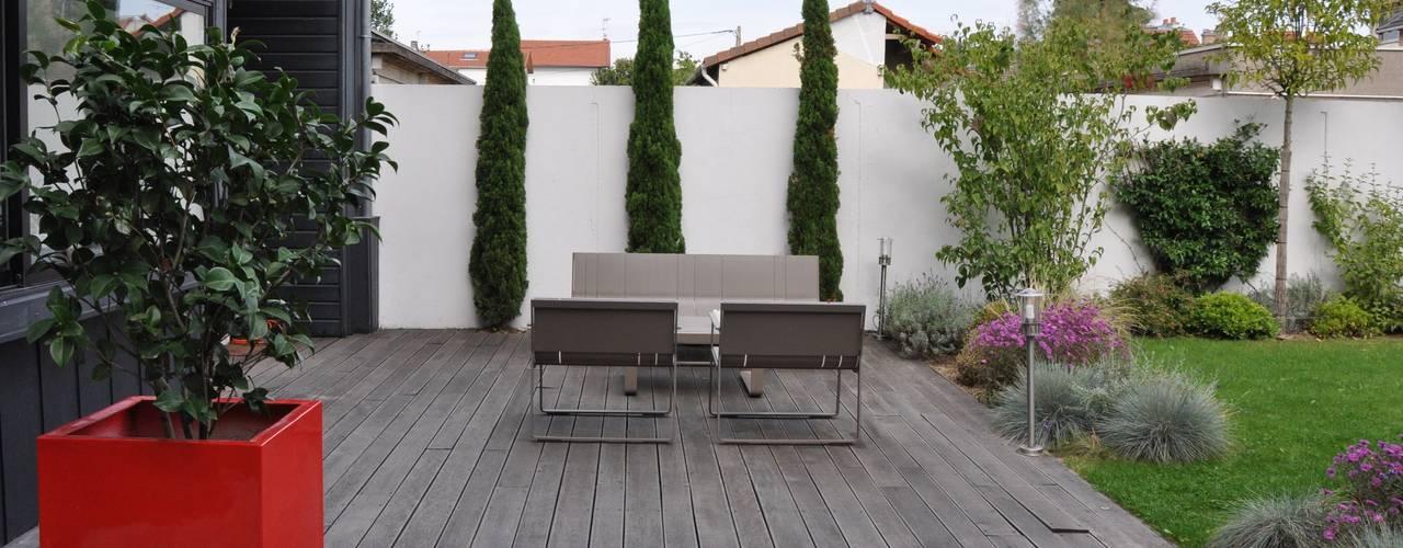 UNJARDIN DE VILLE: Jardin de style  par  GARDEN TROTTER