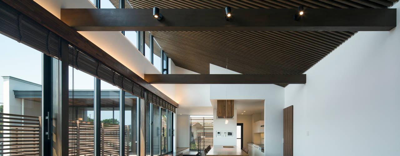 堺の家:  井上久実設計室が手掛けたリビングです。