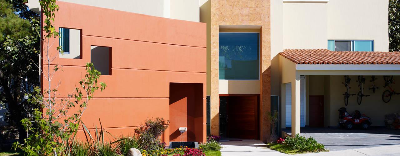 現代房屋設計點子、靈感 & 圖片 根據 Excelencia en Diseño 現代風