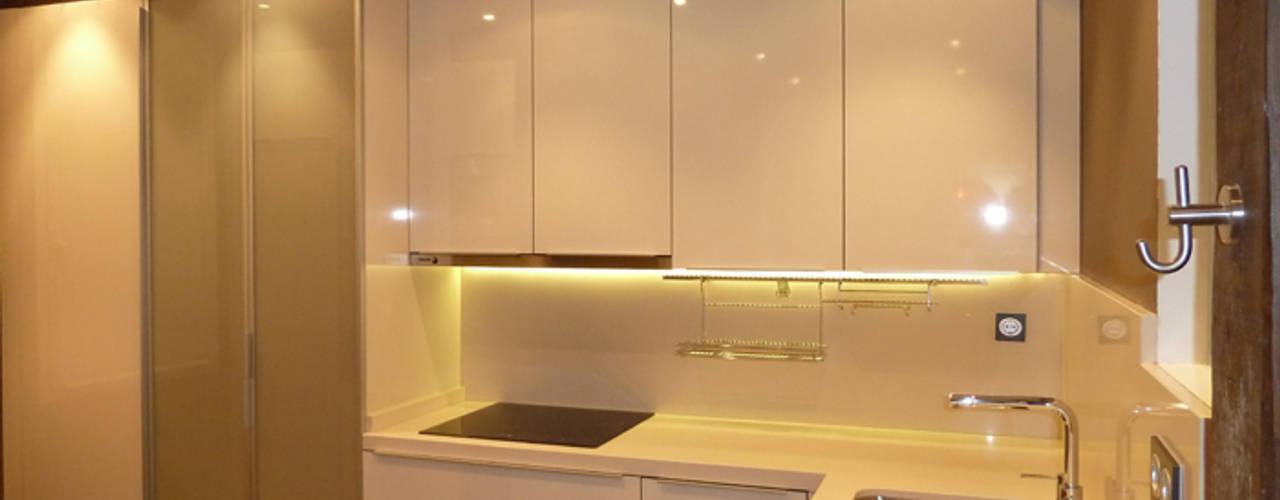 Cucina moderna di ERRASTI Moderno