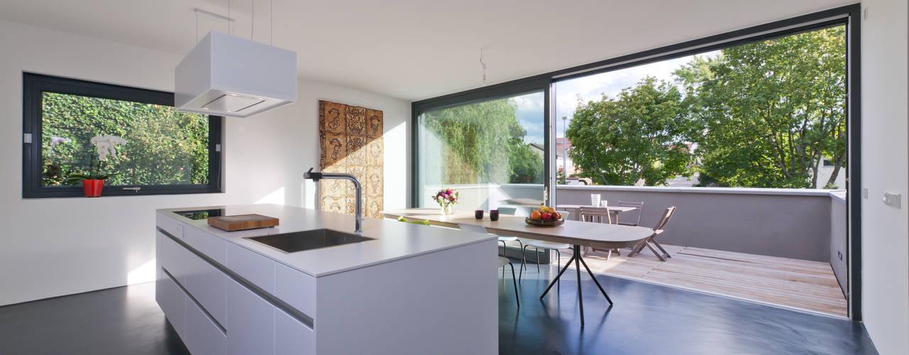 Projekty,  Kuchnia zaprojektowane przez Architekturbüro Dongus , Nowoczesny