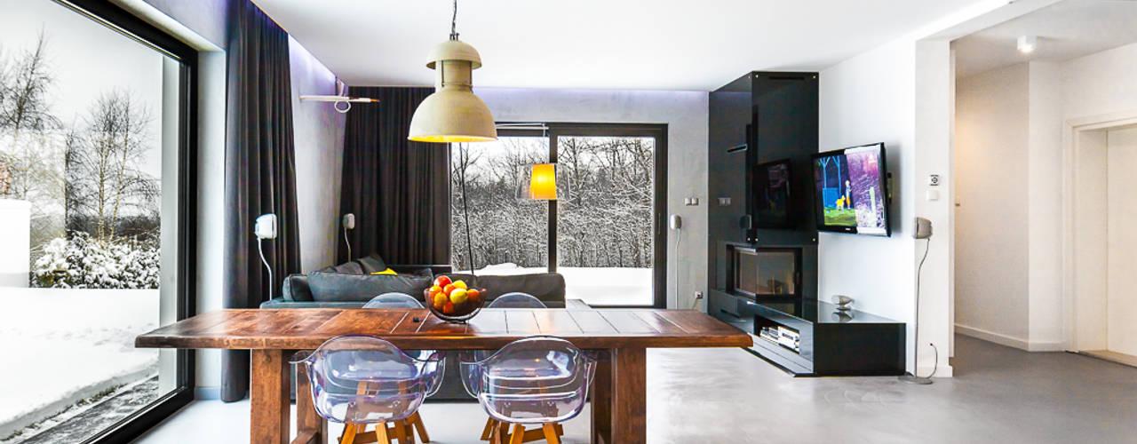 Phòng ăn by COCO Pracownia projektowania wnętrz