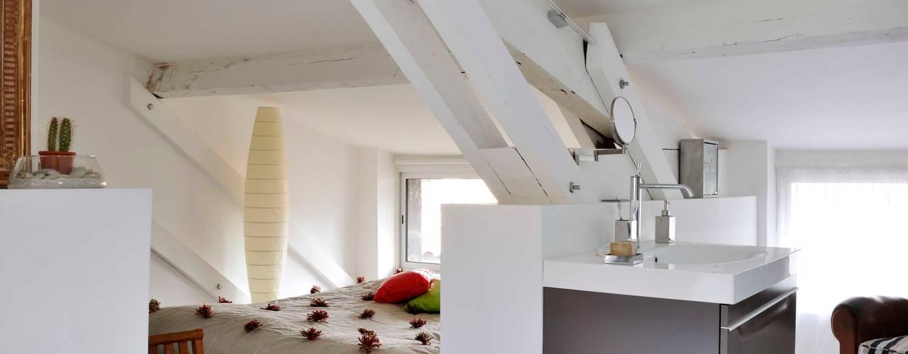 loft sous les toits à Bordeaux Chambre minimaliste par Loftsdesign Minimaliste