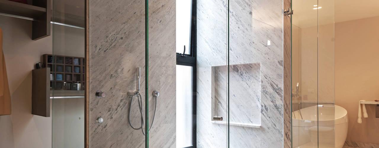 Ванная комната в стиле модерн от Faci Leboreiro Arquitectura Модерн