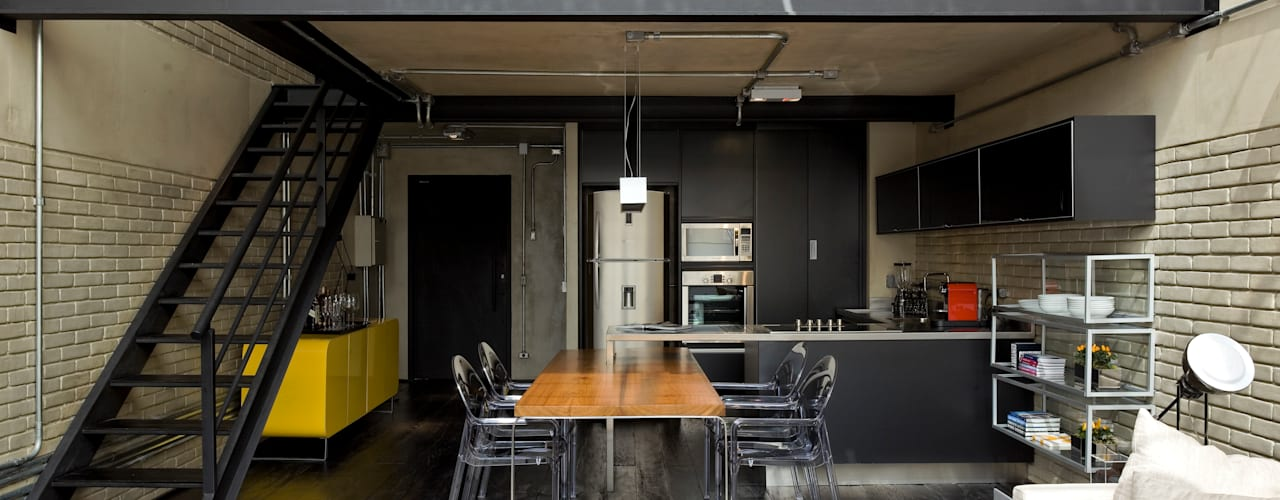 Kitchen by DIEGO REVOLLO ARQUITETURA S/S LTDA., Industrial