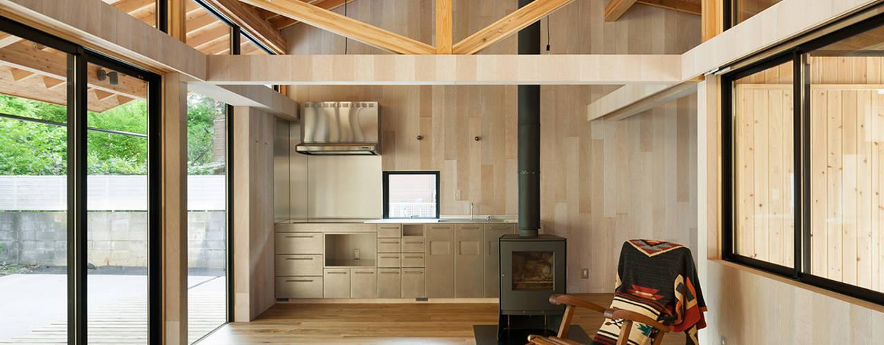 Salas / recibidores de estilo  por 松島潤平建築設計事務所 / JP architects, Ecléctico