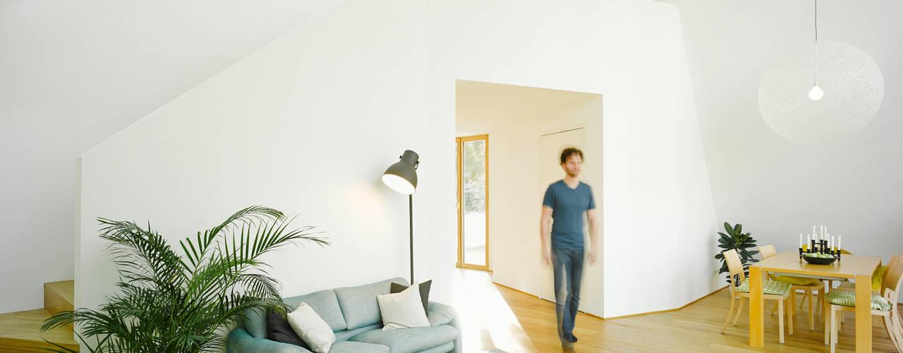 غرفة المعيشة تنفيذ rundzwei Architekten, حداثي
