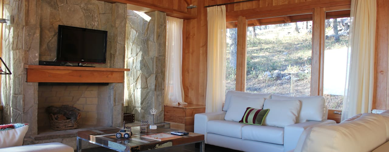 Living room by Aguirre Arquitectura Patagonica