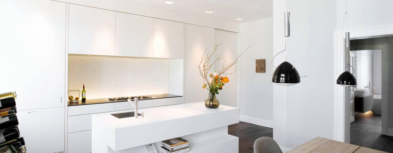 Cucina in stile in stile Moderno di Schmidt Holzinger Innenarchitekten