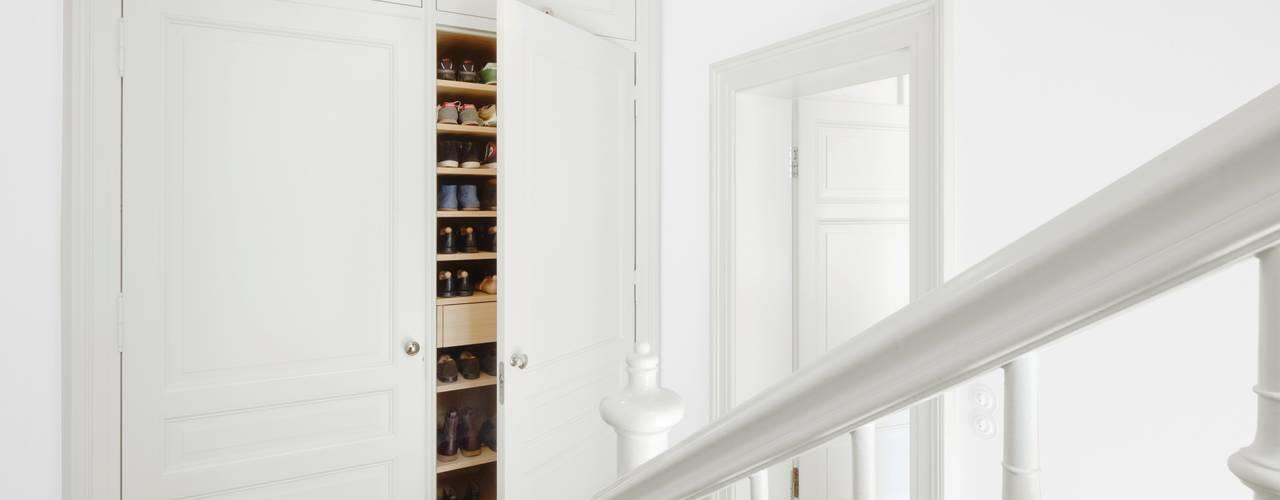 Ingresso & Corridoio in stile  di Schmidt Holzinger Innenarchitekten, Moderno