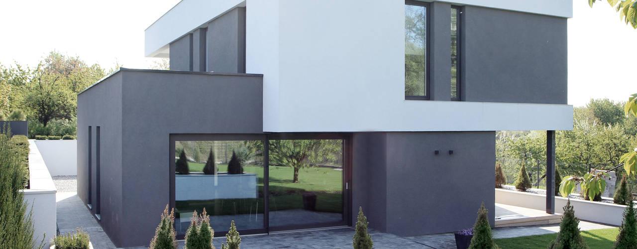 Дома в стиле модерн от STRUKTURA Łukasz Lewandowski Модерн
