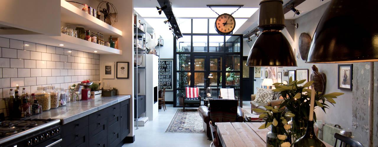 インダストリアルデザインの キッチン の BRICKS Studio インダストリアル